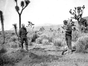 Bill & Willis Keys burying Johnny Lang